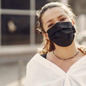 Masken und Selbsttests